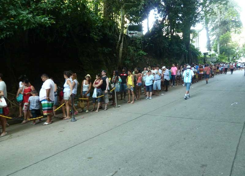 Queues to Christ The Redeemer